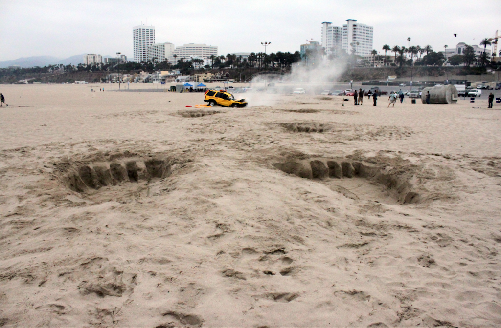 guerrilla marketing with king kong foot prints in the sand