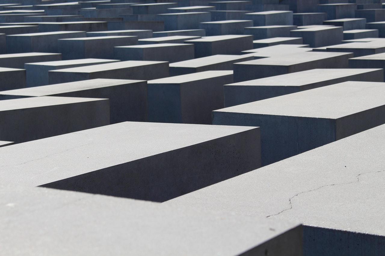 Arte abstracto de la arquitectura en Berlín, laberinto de piedra