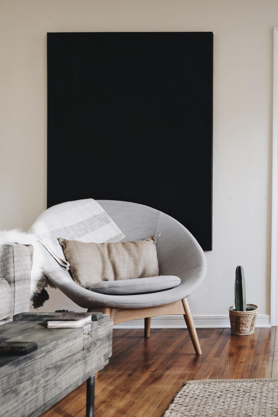 cadeira de lounge numa sala