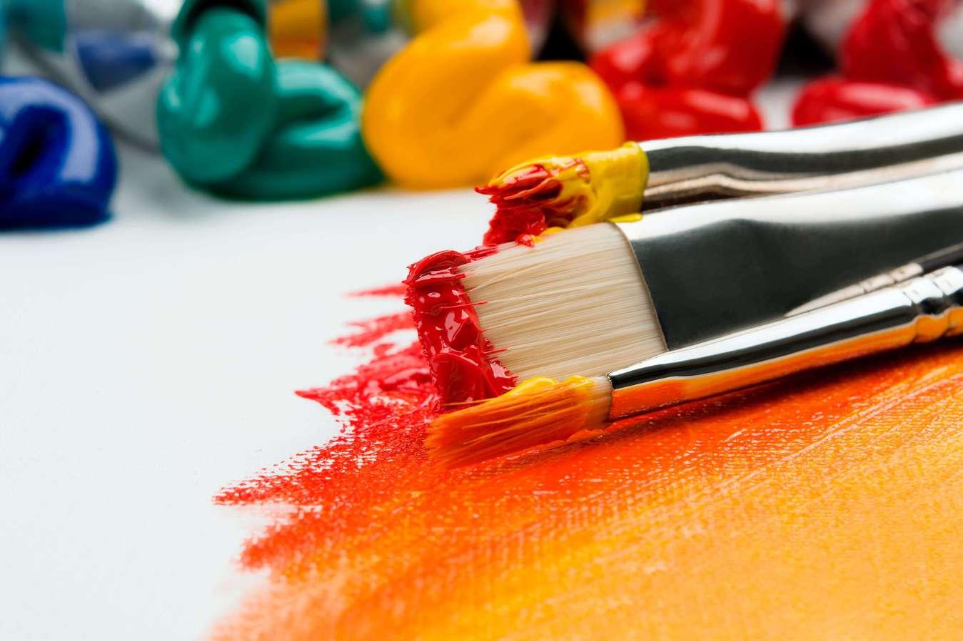 Farbe und Pinsel