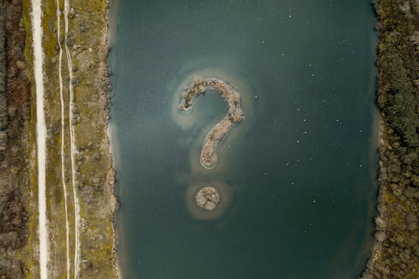 An island shaped like a question mark