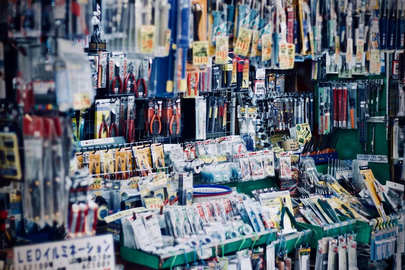 diversos produtos numa loja
