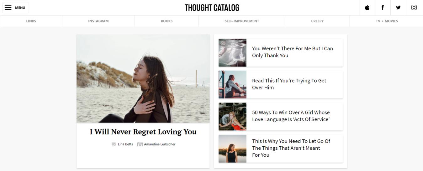 Esempio di blog Thought Catalog con foto di una ragazza seduta sulla spiaggia