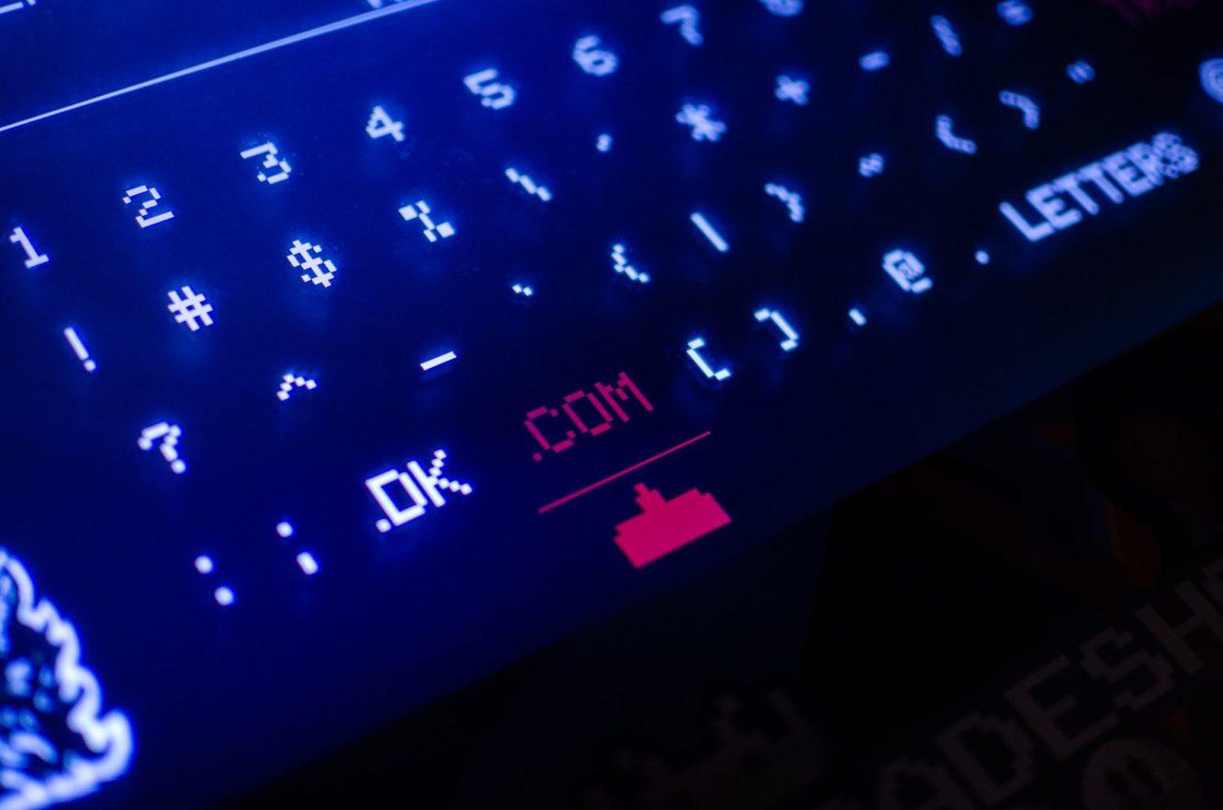 .com domeinextensie toetsenbord met achtergrondverlichting