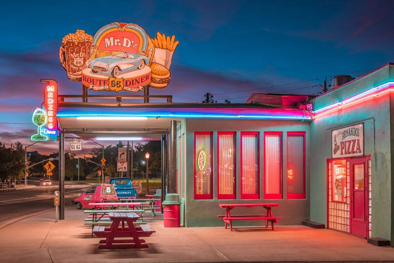 Luzes Neon em um Restaurante Americano