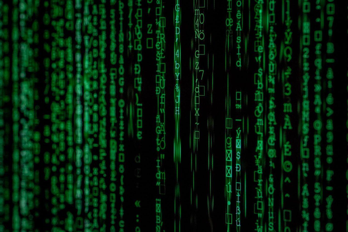 Zielony kod na czarnym tle