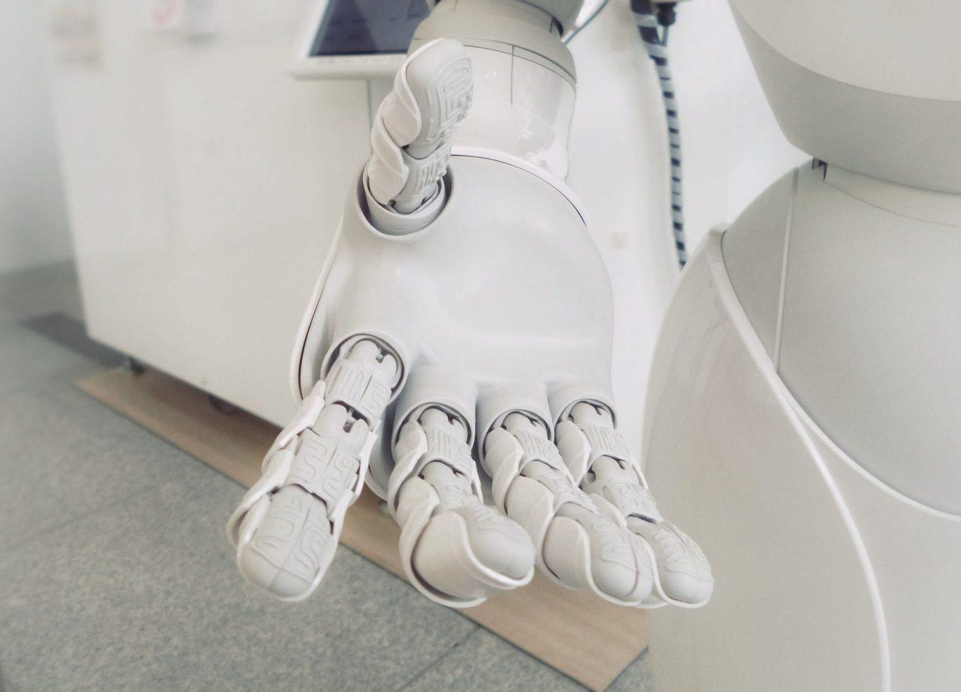 Biała ręka robota