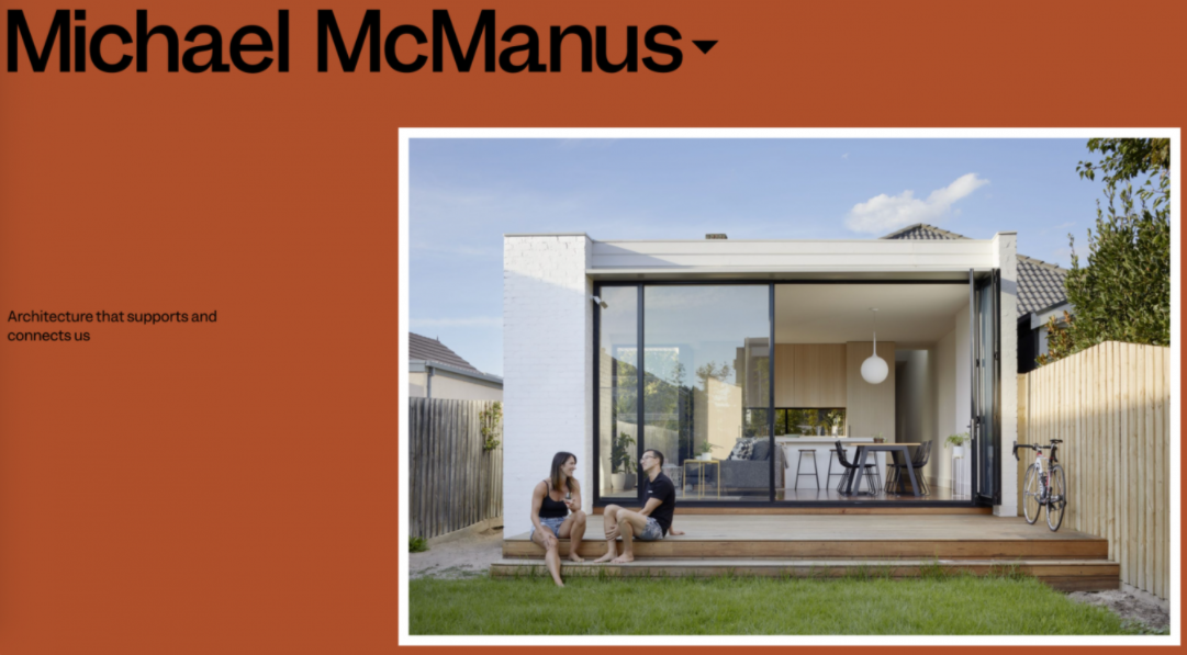 Site minimalista com elementos contrastantes Michael McManus