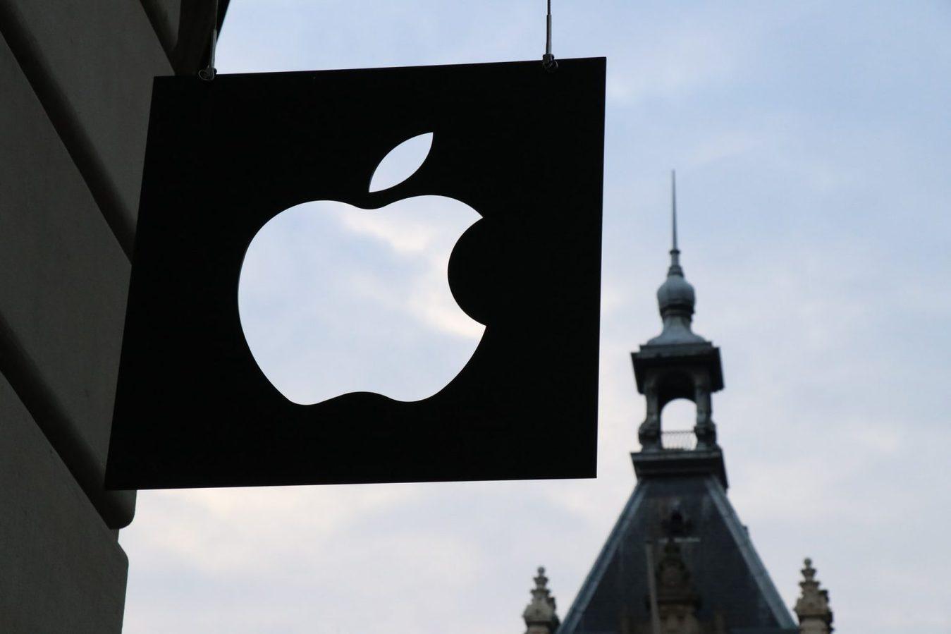 Cartello all'esterno del logo Apple