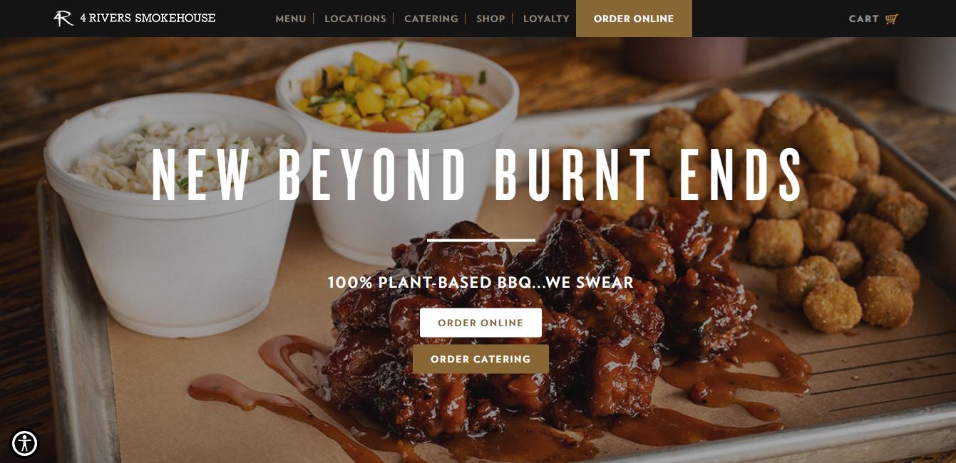Exemplo de uso de foto de comida no site da empresa 4 Rivers Smokehouse