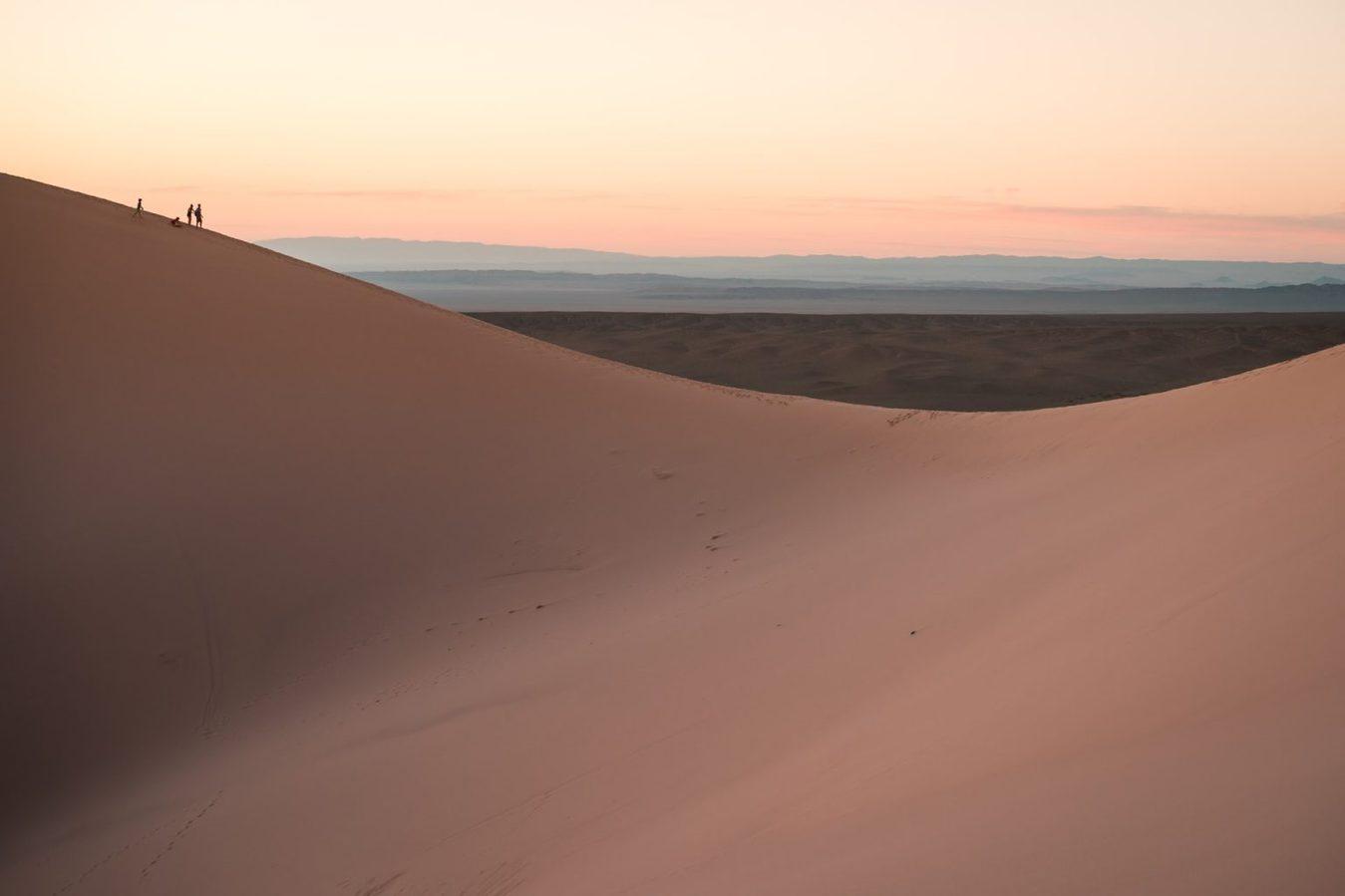 Dune di sabbia liscia al tramonto