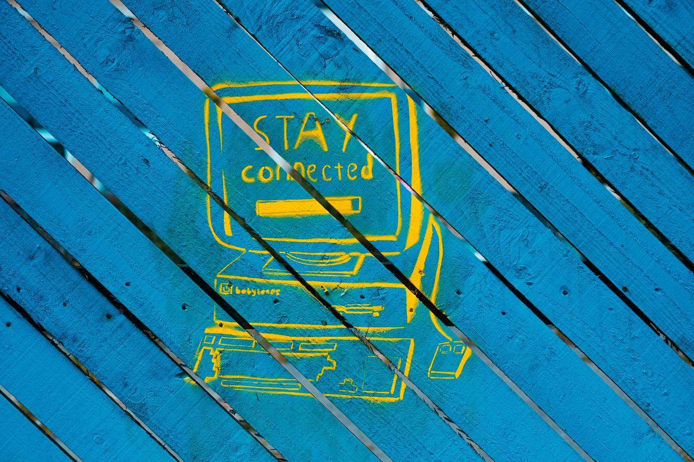 Desenho de computador com fundo azul