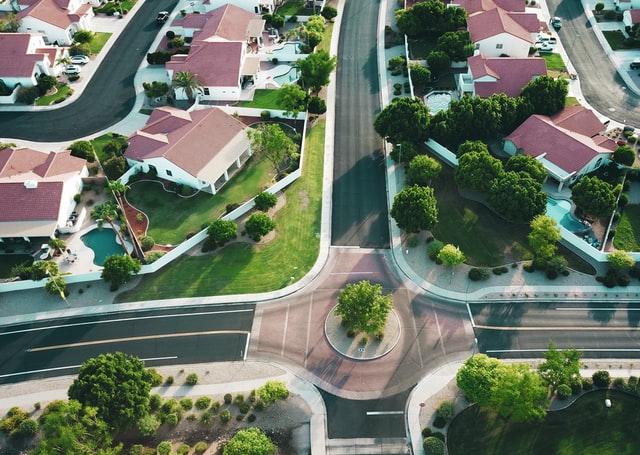 Ruas e casas vistas de cima